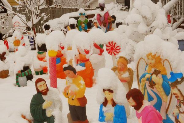 vintage blowmold holiday decorations modern kiddo - Christmas Blow Molds